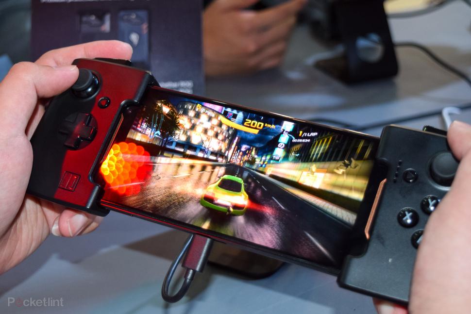 ASUS tutvustas esimest mängurite nutitelefoni ja uut tootevalikut