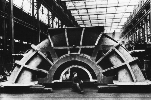build_04_titanic_turbine_casting.jpg