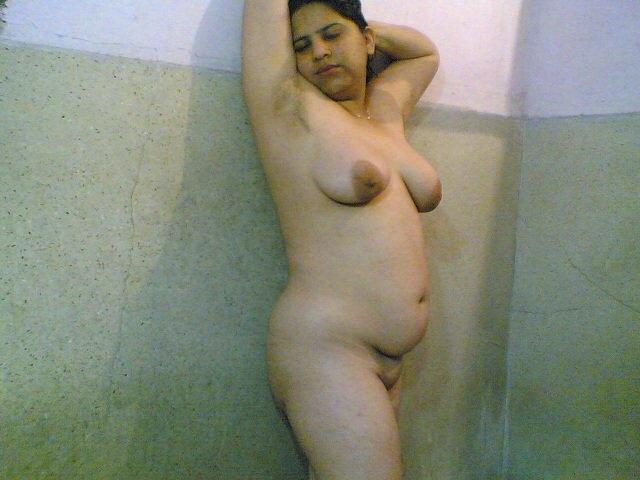 nude-karachi-girl-light-skin-men